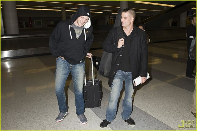 File:Cory-and-Mark-at-JFK-glee-9293058-1222-815.jpg