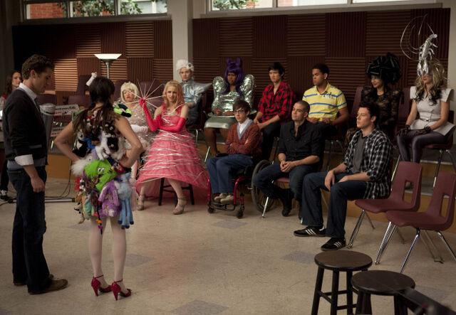 File:Glee-theatricality.jpg