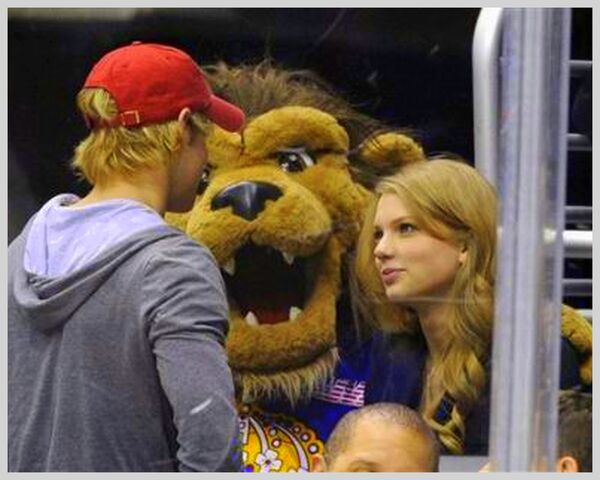 File:Chord overstreet and taylor swift (4).jpg