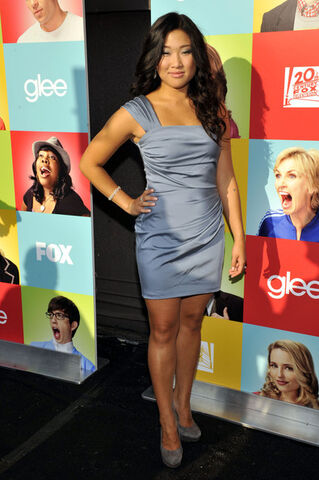 File:Jenna+Ushkowitz+Dresses+Skirts+One+Shoulder+Xx2E4wqczLIl.jpg