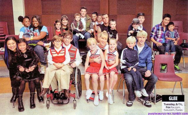 File:667px-Glee kids.jpg