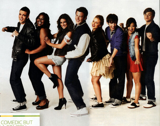 File:Glee cast yeeeh.jpg