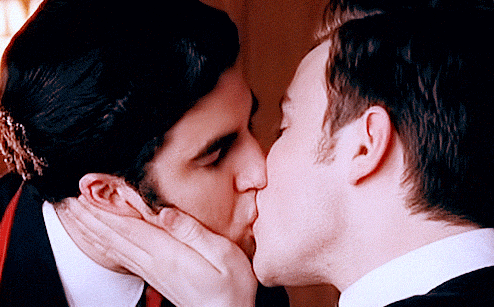 File:Klaine kiss!.png