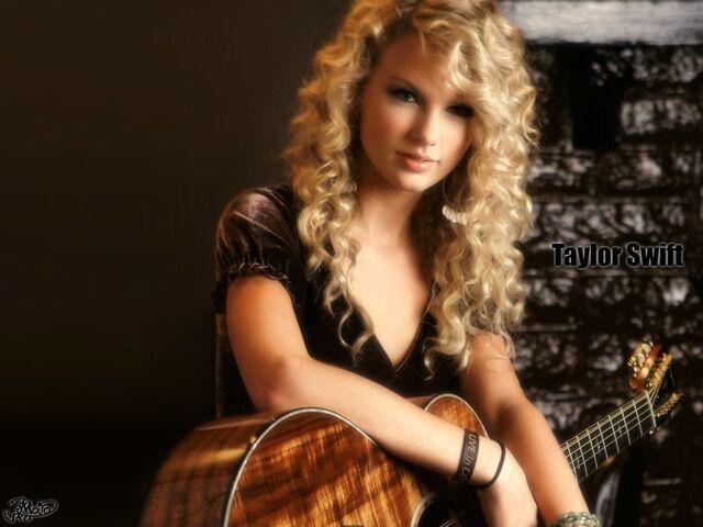 File:Taylor Swift 2.jpg