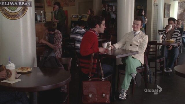File:Klaine-Glee-2x22-New-York-kurt-and-blaine-22333895-1280-720.jpg