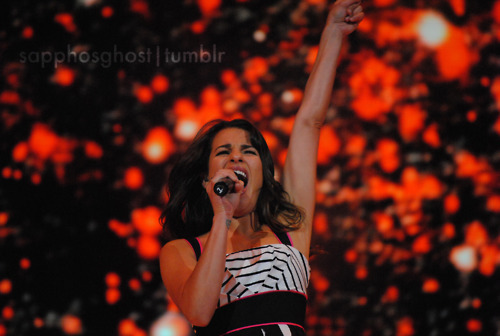 File:Lea-Michele-Boston-Glee-Live-glee-22729191-500-336.jpg