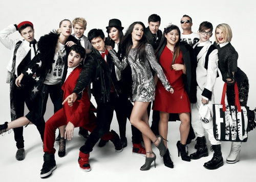 File:Glee Cast Glee on Vogue.png