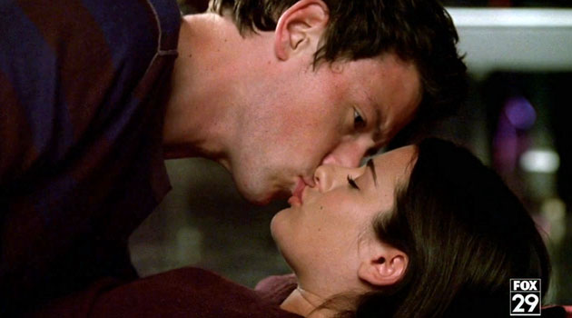 File:S1E1 Finn and Rachel first kiss.jpg