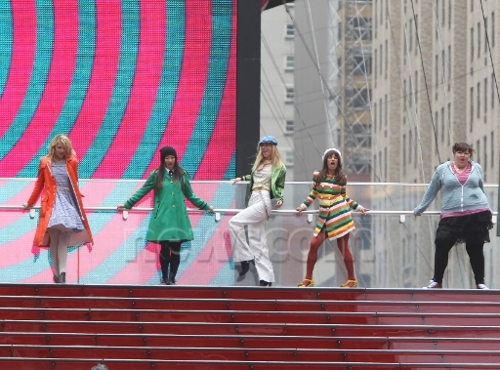 File:Glee girls dance in nyc 3.jpg