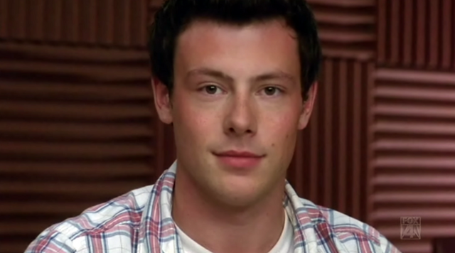 File:1x10 Finn notices Rachel's butt.PNG