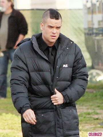 File:MARK-SALLING-GLEE-2-435x580.jpg