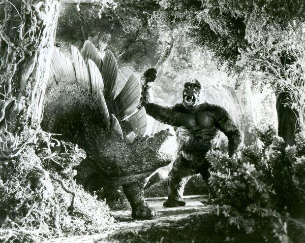 File:King Kong 1933 Kong vs. Stegosaurus Production Still.jpg