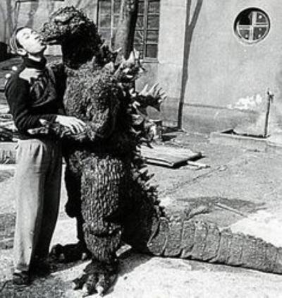 File:Give Me Sugar Baby! -GyakushuGoji Godzilla 1955 Raids Again-.jpg