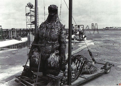 File:MogeGoji Behind the Scenes.jpg