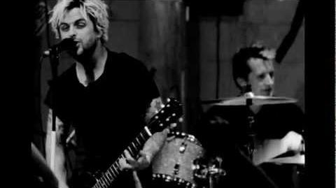 "Green Day ""Let Yourself Go"" - Official Live Video"