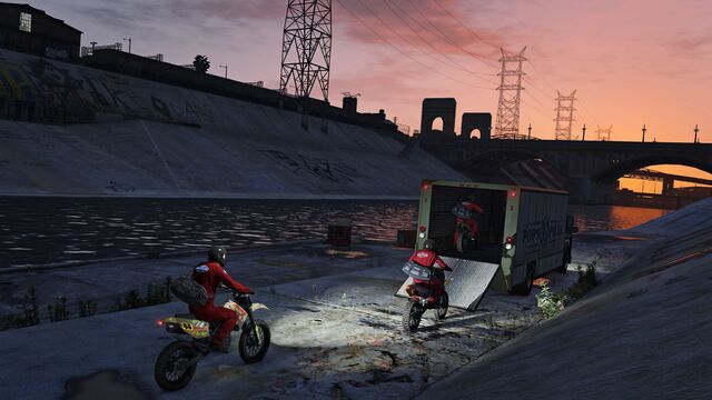 File:Official PC Screenshot GTAV Facebook JewelStore Escape.jpg