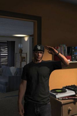 File:GTA Online chracter near the turntables.png