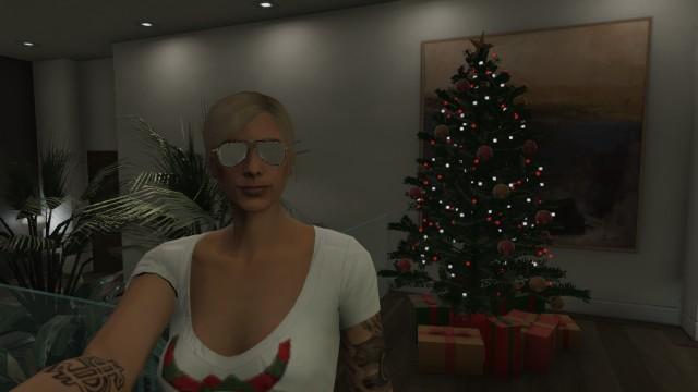 File:GTA-Online-Apartment-Christmas-Tree.jpg