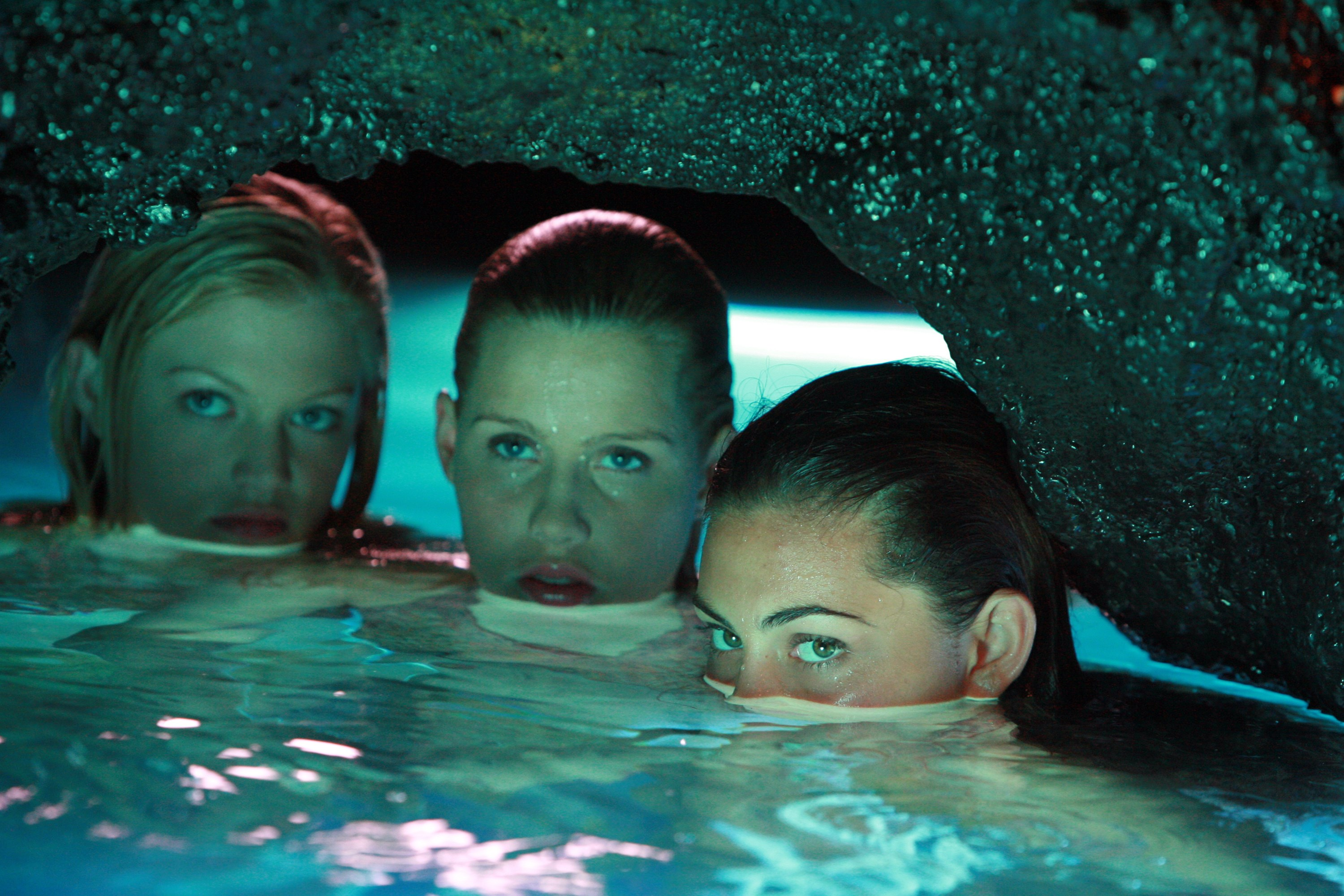 Image rikki emma and cleo hiding in h2o for H2o season 2