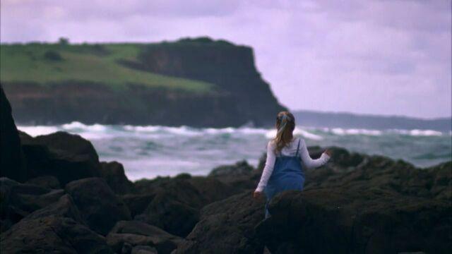File:Bella Discovering The Irish Moon Pool.jpg