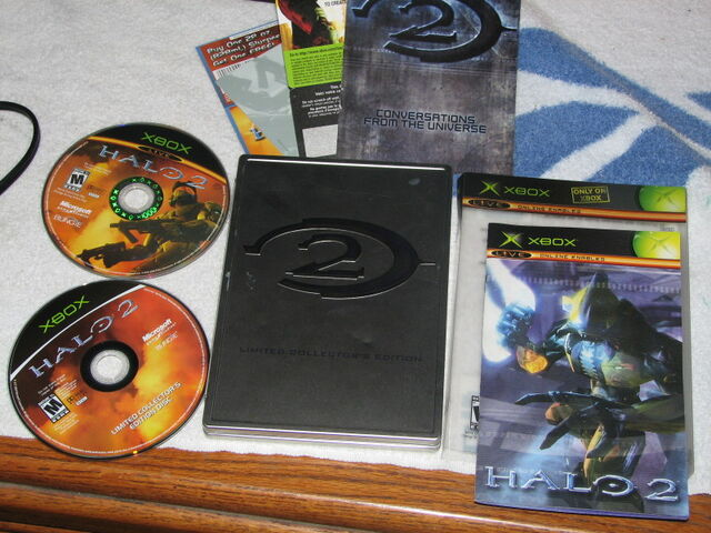 File:Halo 2 LCE case and extras.jpg