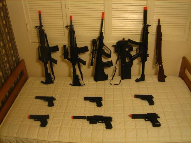 File:Blemo's Airsoft Guns.jpg
