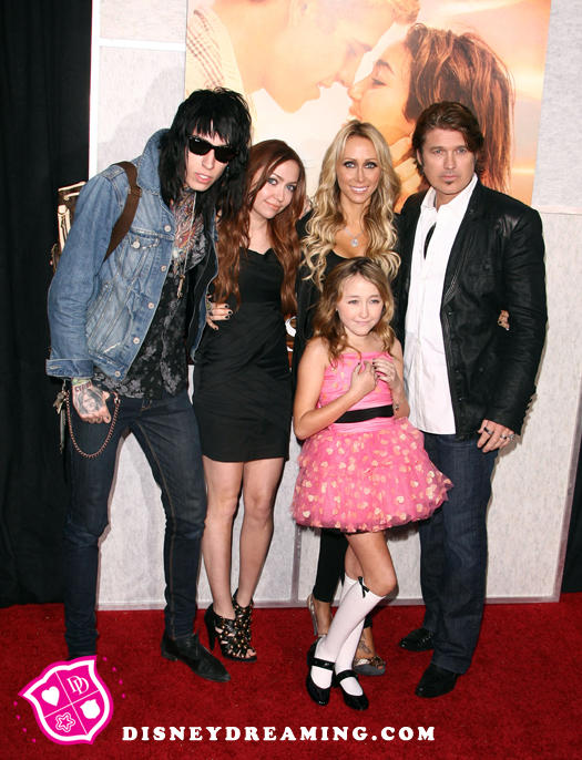 Image - Cyrus-Family-The-Last-Song.jpg | Hannah Montana Wiki | Fandom powered by Wikia
