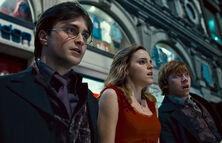 Harry-potter-deathly-hallows-trio