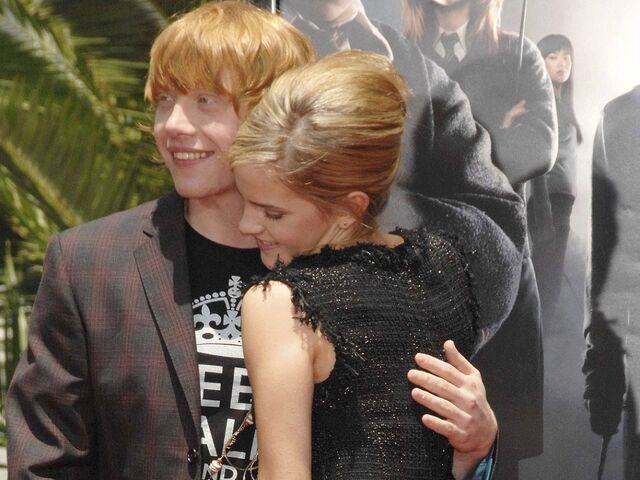 File:Ron-and-Hermione-Wallpaper-romione-25678642-1024-768.jpg