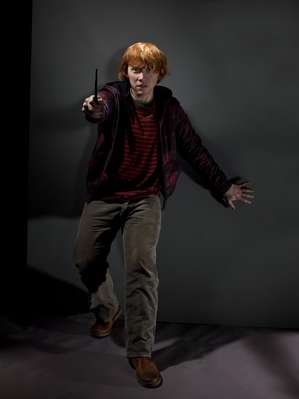 File:Ron Weasley Deathly Hallows promotional image (02).jpg