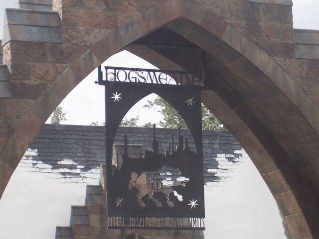 File:Hogsmeade sign (Wizarding World of Harry Potter Theme Park) 01.JPG