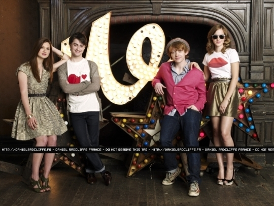 File:Bonnie-Wright-Daniel-Radcliffe-Emma-Watson-and-Rupert-Grint-at-Entertainment-Weekly-2009-harry-potter-10759833-540-405.jpg