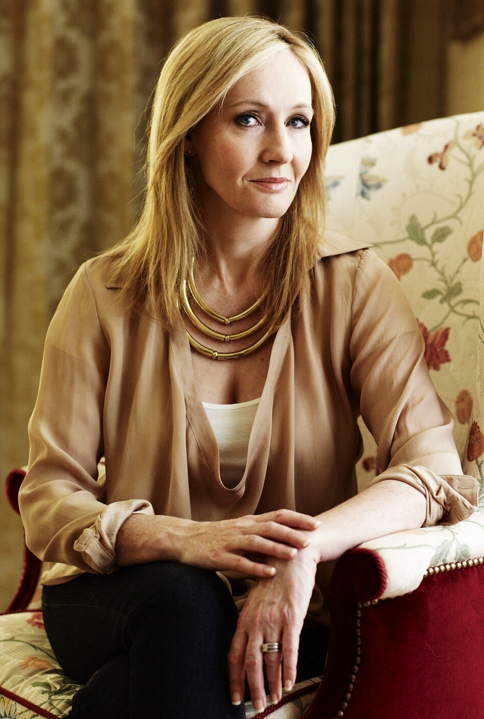 Joanne Kathleen Rowling earned a  million dollar salary, leaving the net worth at 1000 million in 2017
