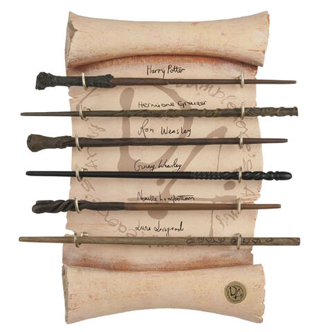 File:L Collectibles Wands HarryPotter CollectiblesDumbledoresArmyWandCollection 1231900.JPG