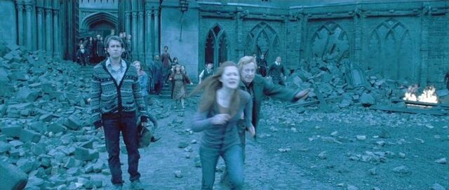 File:DH2 Ginny Weasley running and shouting.jpg