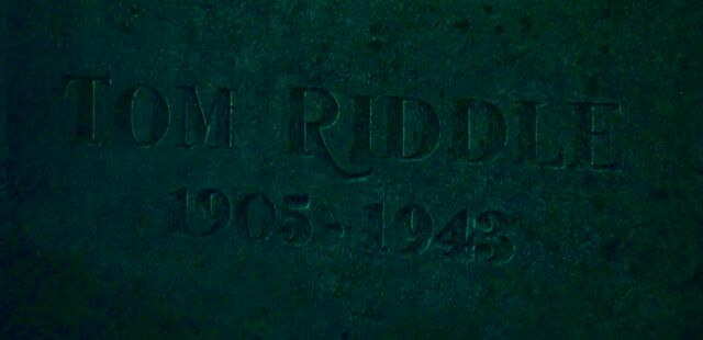 File:Tom Riddle Sr. grave.jpg