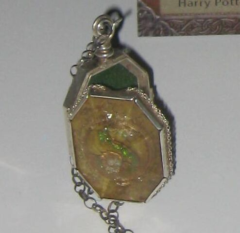 File:Slytherin's Locket.jpg