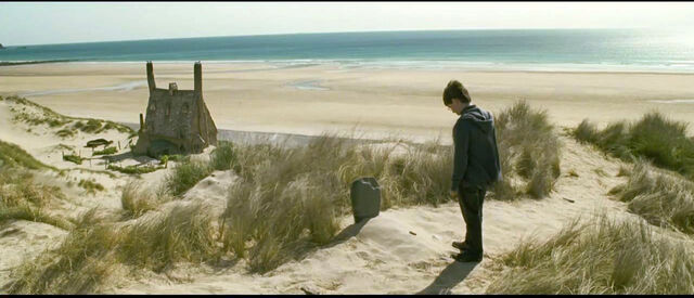 File:DH2 Harry Potter standing beside Dobby's grave near the Shell Cottage.jpg
