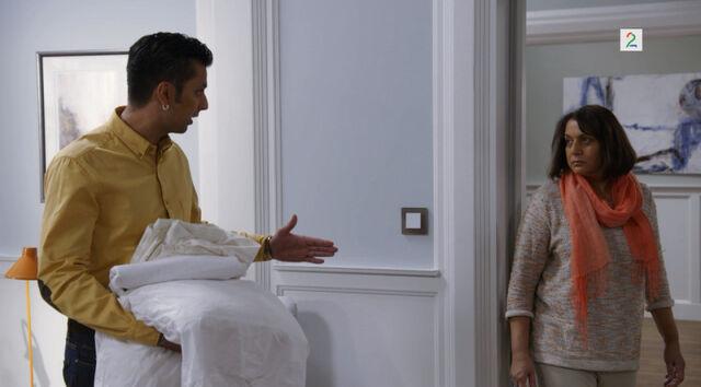 Fil:Moren til harshad i leiligheten til eva og harshad.jpg