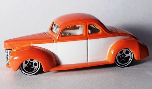 File:HW-'40 Ford Coupe-Since '68 Series-Hot Rods 4-Car Tin Set.JPG
