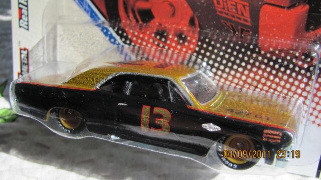 File:Vintage racing 21.jpg