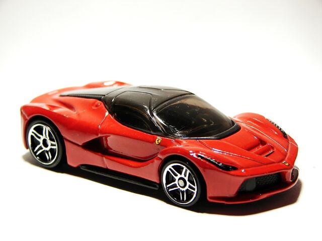 File:Ferrari LaFerrari 01.JPG