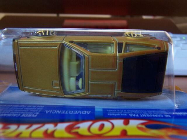 File:DeLorean Light Interior.jpg