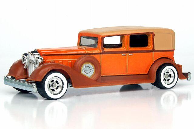 File:Classic Packard LG - 9916df.jpg