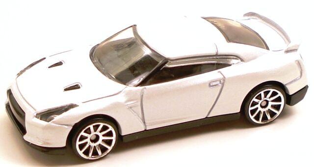 File:Nissangtr white.JPG