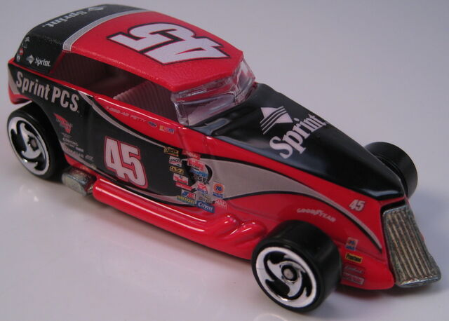 File:Phaeton NASCAR Sprint PCS dw3 wheels metal Thailand base.JPG
