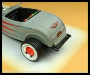 """""""ROAD & CUSTOMS"""" 2001  '32 Ford"""