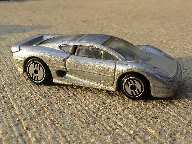 File:Jaguar XJ220 - Silver.JPG