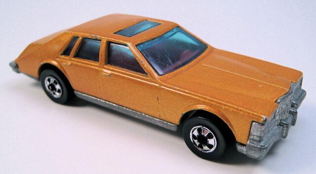 File:Cadillac Seville gold metallic BW HK MAL base.JPG
