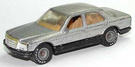 File:Mercedes 380 GryRR.JPG